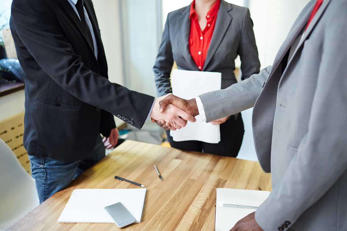 Résoudre un conflit au travail avec la médiation